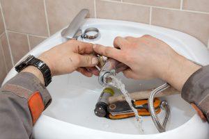 ремонт на смесител на мивка