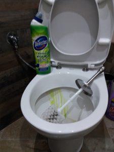 отпушване на тоалетна с доместос