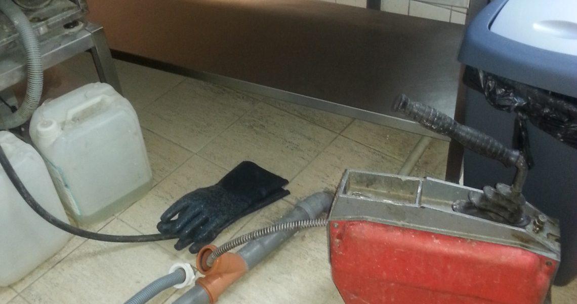 ВиК услуги от опитни водопроводчици. Денонощните водопроводчици от София предлагат поддръжка и сервиз за вашия дом, работно място, фабрика или ферма. Поддръжката и сервизът са от жизненоважно значение, за да сте сигурни, че вашият дом или работно място е безопасно и работещо ефективно. Малкото изтичане може да не изглежда като голяма работа, но те се […]