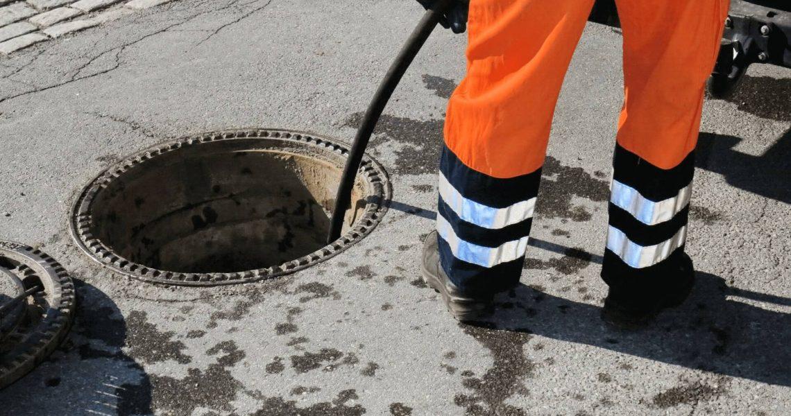 Санитарната канализация е затворена подземна канализационна система. Тя се транспортира от къщи и търговски сгради чрез система от тръби до съоръжение за пречистване или рециклиране. Жилищни канализационни системи Всеки дом има система за изтичане на отпадни води или ТД: Системата ТД: – Премахва канализацията и отпадъците от сградата чрез отводнителни и канализационни тръбопроводи; – Регулира […]